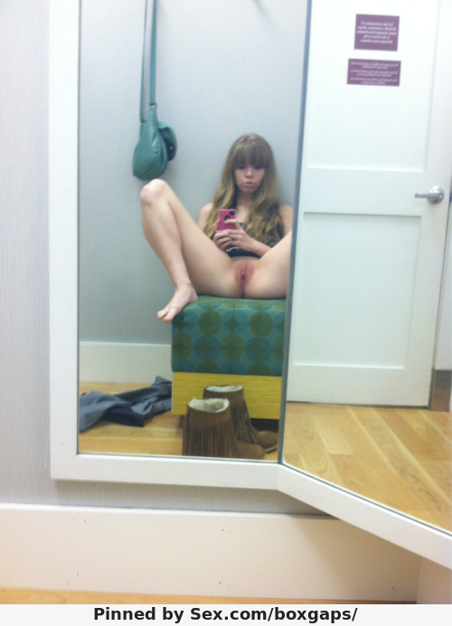 3209151-changing-room-selfie